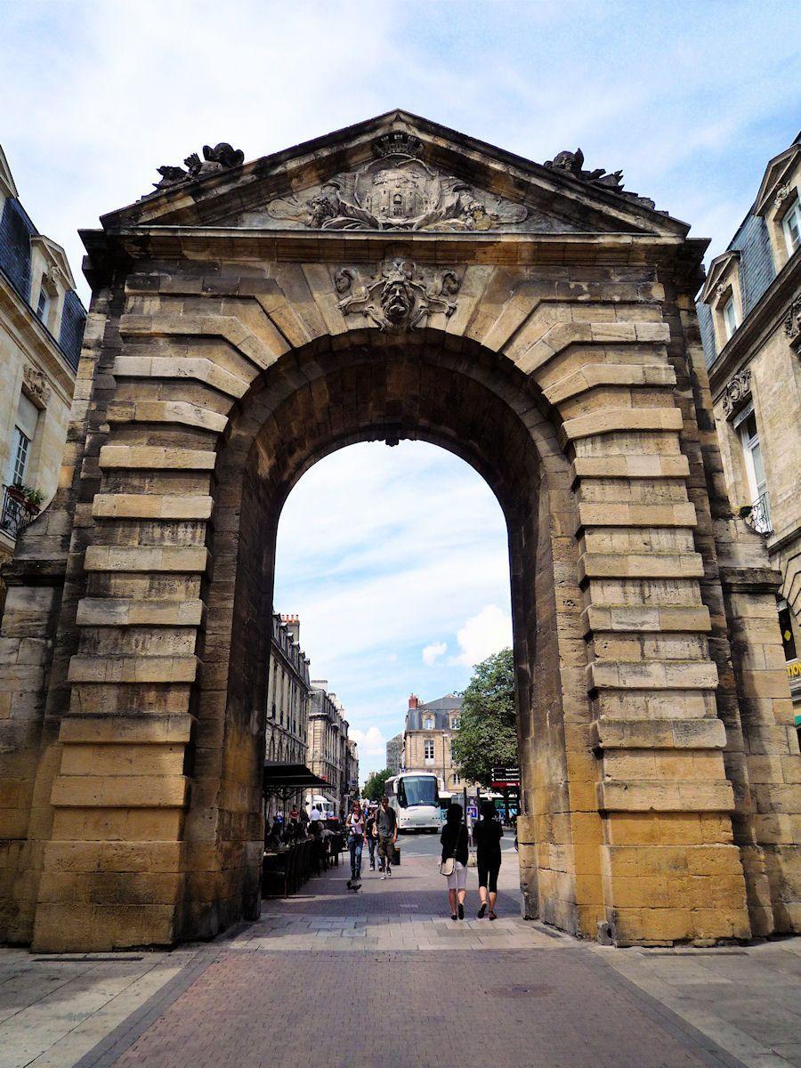 Photo de la porte dijeaux bordeaux - Porte de garage bordeaux ...